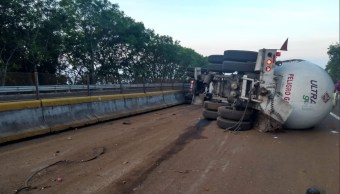 choque pipa de gas y trailer cierra autopista mexico cuernavaca