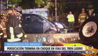 Conductor de automóvil se impacta contra vías