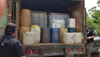 Aseguran 23 mil litros de hidrocarburo y vehículos durante cateo en Tabasco