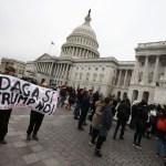 Demandan Donald Trump mantener programa DACA
