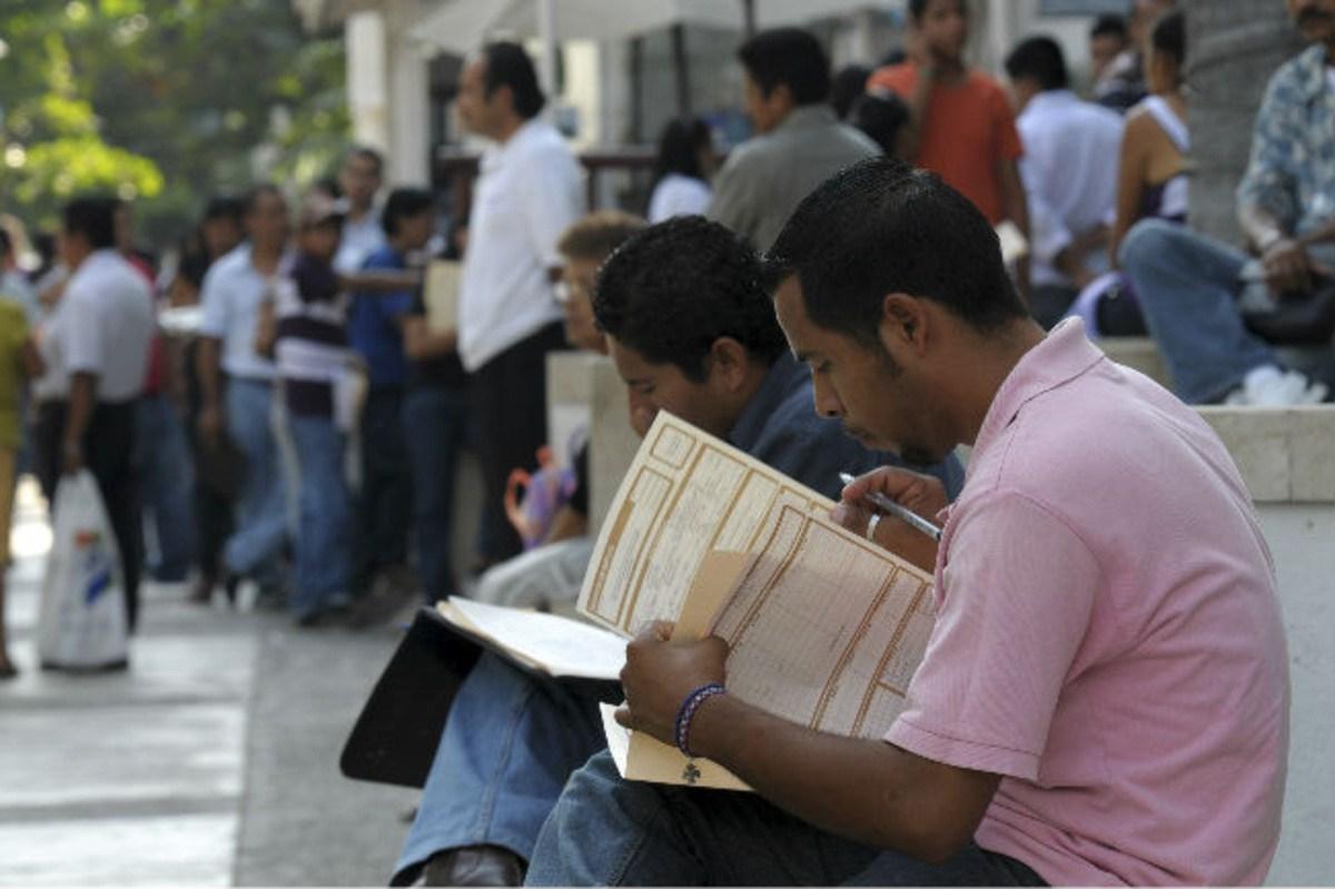 Tasa de desocupación baja a 3.2 por ciento en primer trimestre: Inegi