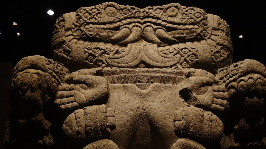 estatua-representativa-de-diosa-madre-coyolxauhqui-madre-de-huitzilopoxtli