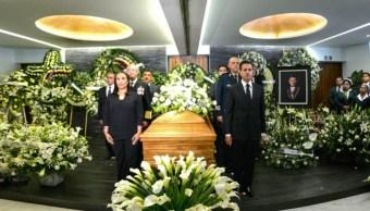 Peña Nieto asiste a funeral del doctor Jesús Kumate