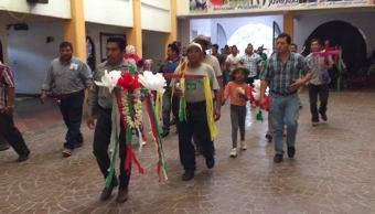 Trabajadores de la construcción celebran a la Santa Cruz en Chiapas