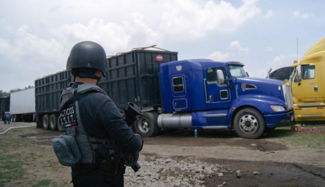 Recuperan 60 vehículos y mercancía robada en Puebla