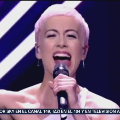 Hombre arrebata el micrófono a intérprete en concurso de Eurovisión 2018