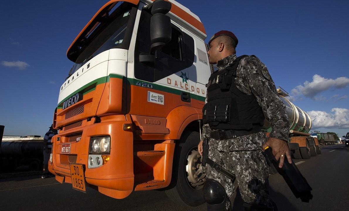 Brasil analiza nuevas propuestas de camioneros en huelga