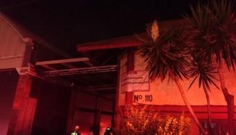 Sofocan incendio en fábrica de cosméticos en Iztapalapa