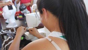 Internas del Cereso de Colima elaboran pelucas oncológicas
