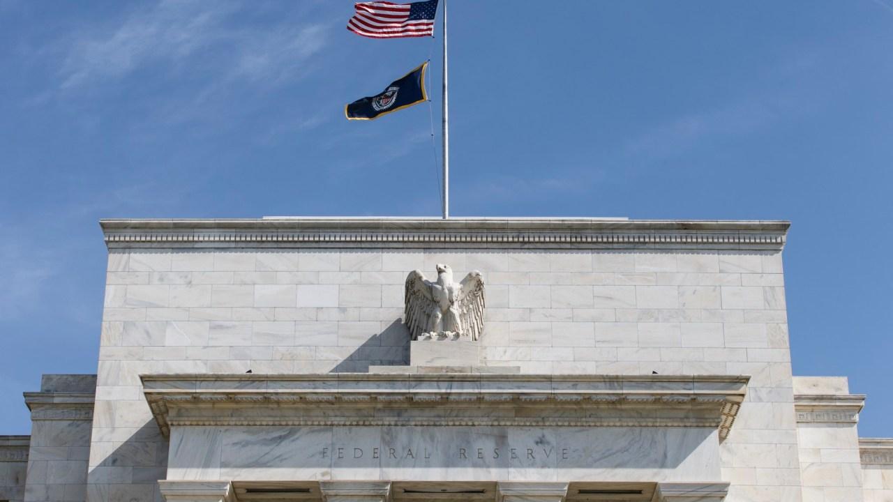 La Reserva Federal de EU mantiene sin cambios su tasa