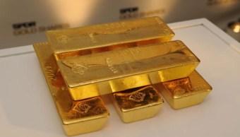 Un hombre encuentra lingotes de oro en un bote de basura