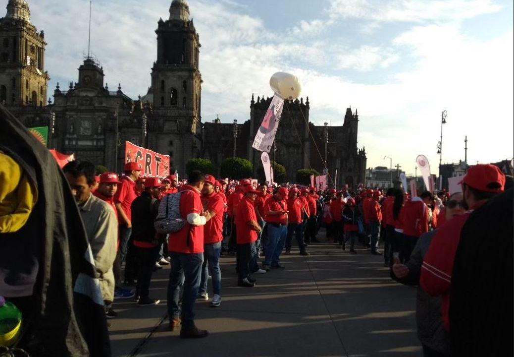 Manifestantes realizan marchas simultáneas en la Ciudad de México