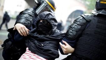 Detienen a encapuchados por disturbios en manifestaciones de sindicatos contra Macron
