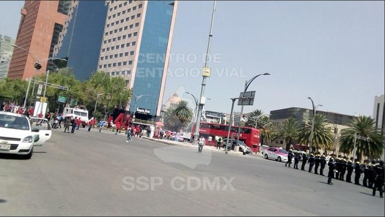 Manifestantes avanzan por Reforma hacia el Zócalo