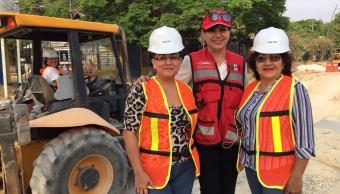 Mujeres se capacitan como operadoras de maquinaria pesada en Chiapas