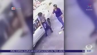 Pareja roba vehículo en la colonia El Rosario