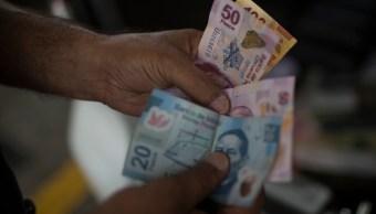 Peso pierde ante el dólar tras tocar su mejor nivel en 2 semanas