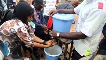 Uganda permanece en alerta máxima por ébola tras llegada de refugiados congoleños