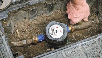 Empleados del Ayuntamiento de Cuernavaca roban medidores de agua