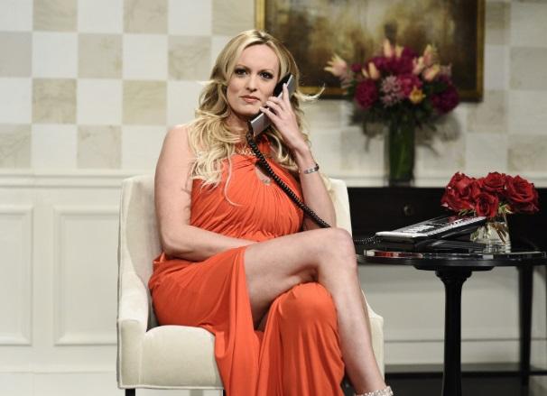 'Prepárate para la tormenta, querido', advierte actriz porno a Trump en SNL