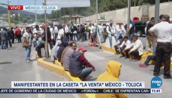 Taxistas mantienen manifestación en la carretera México-Toluca