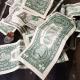 Bancos venden el dólar hasta en pesos en ventanilla