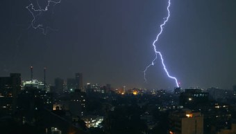 Noche de tormentas en México, por frente número 48