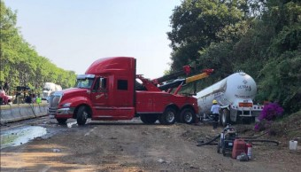 Habilitan un carril de la México-Cuernavaca tras choque