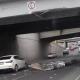 Tráiler pierde caja al quedarse atorado en puente vehicular de Monter