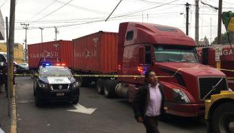 Muere motociclista atropellado por un tráiler en la Vía Morelos, Edomex