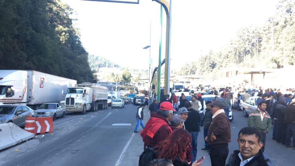 Transportistas del Edomex cumplen más de 6 horas de bloqueos