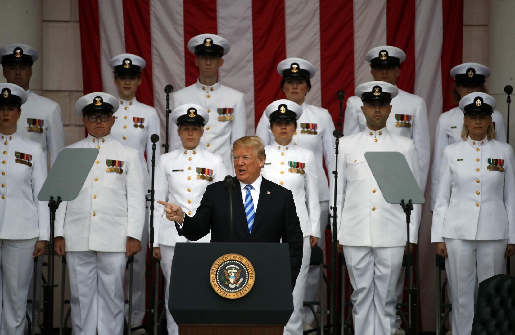 Trump agradece a soldados en el Día de los Caídos en Guerra
