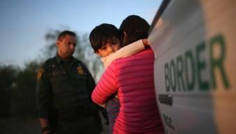 Estados Unidos considera alojar niños migrantes bases militares