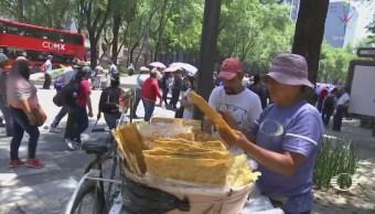 Vendedores aprovechan las marchas para trabajar