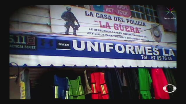 Venden uniformes de policía en cercanías de la