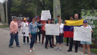 Venezolanos se manifiestan en Monterrey contra elecciones en su país