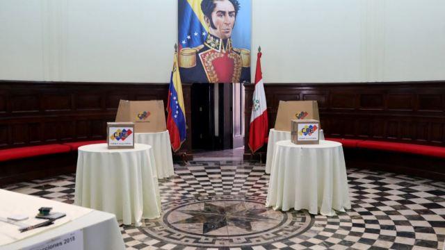Adversarios de Maduro denuncian 'violaciones' a leyes electorales en comicios