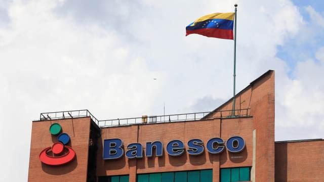 Venezuela interviene banco privado Banesco delitos financieros