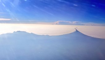 Volcán Popocatépetl amanece con exhalaciones continuas de vapor