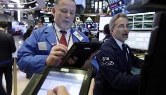 Wall Street cierra mixto y índice Dow Jones casi plano