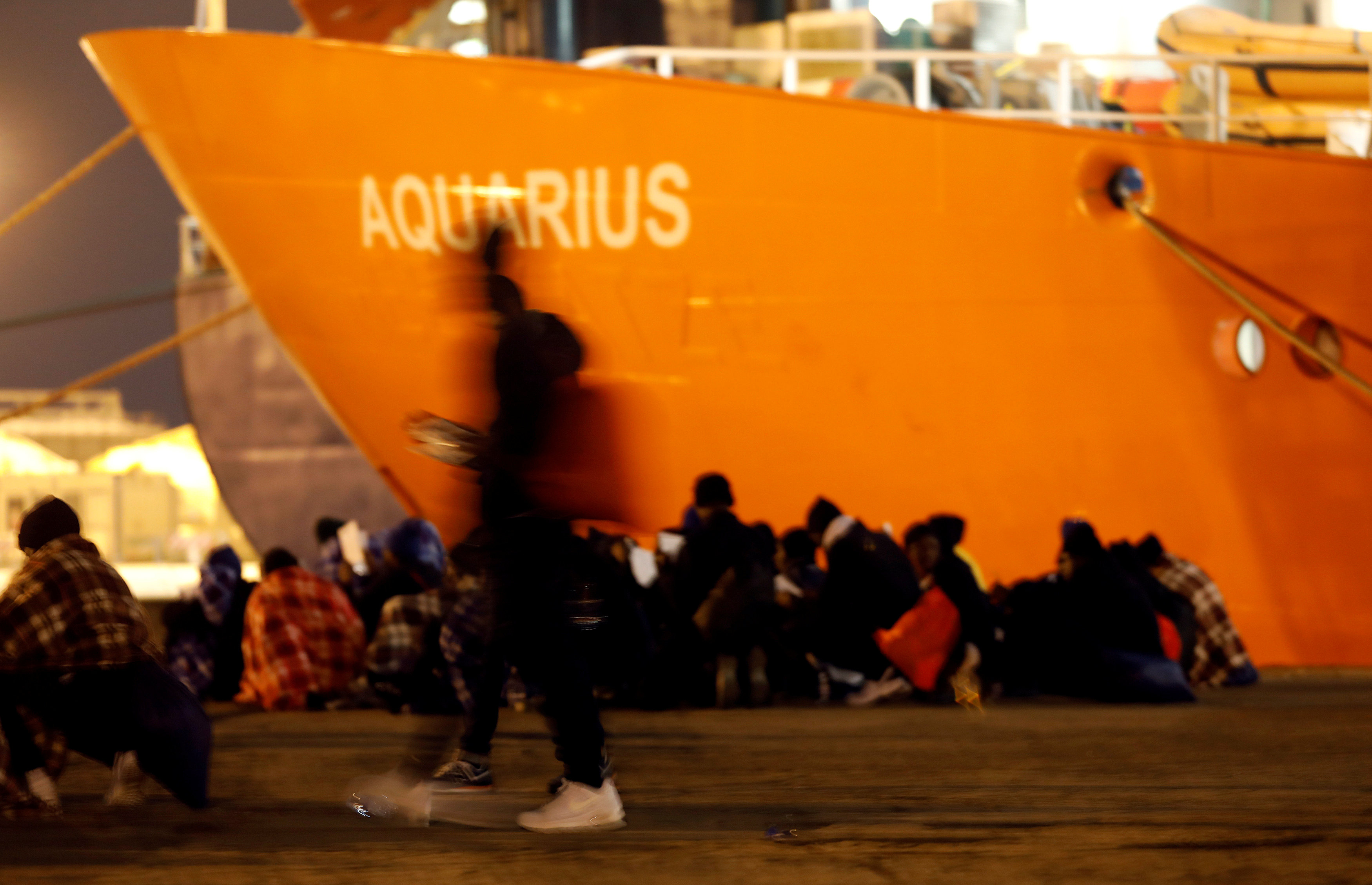 Italia ya restringe desembarco de buques de rescate que arriban con inmigrantes