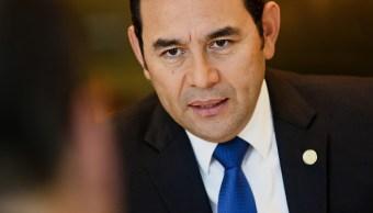 Guatemaltecos piden renuncia de Morales tras erupción