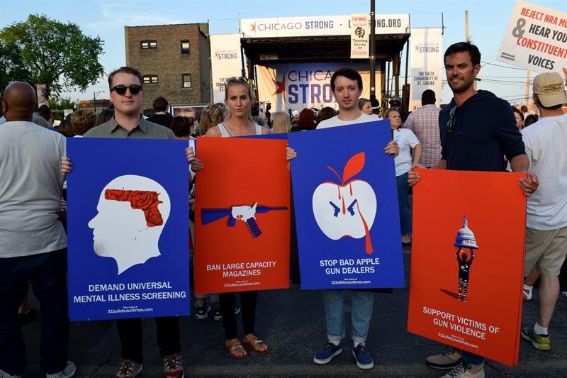 Estudiantes de Parkland lideran marcha en Chicago