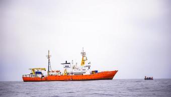 790 inmigrantes a bordo de barco italiano esperan desembarcar