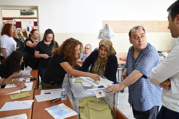 Erdogan encabeza las presidenciales según resultados parciales