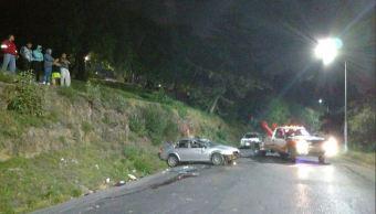 Vuelcan dos autos en el Valle de México