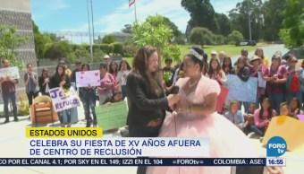 Adolescente Migrante Baila Vals Frente Centro Detención