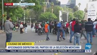 Aficionados disfrutan partido de la selección mexicana en el Ángel
