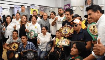 Barrales se reúne con empresarios y deportistas