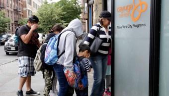 Madre deportada pide ayuda para recuperar a su hijo
